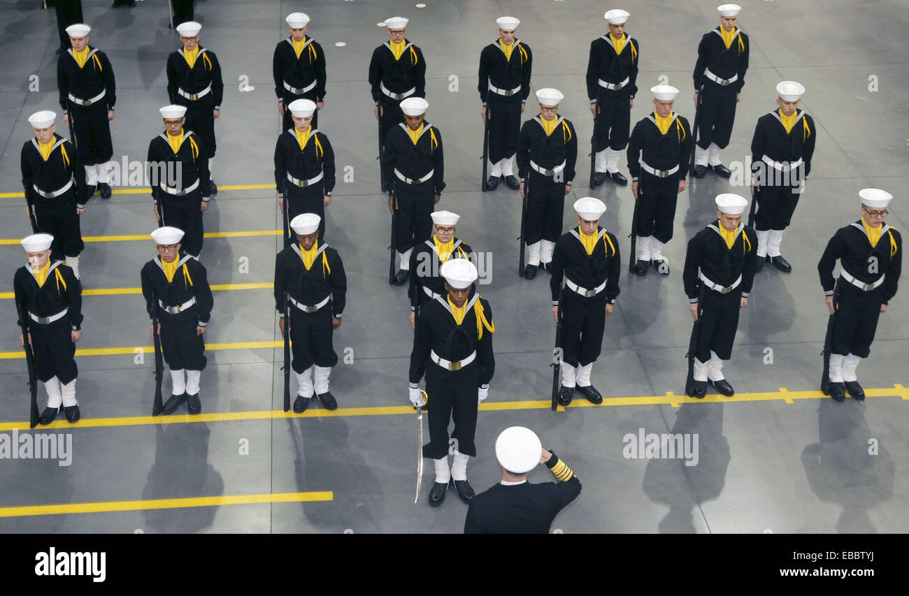 NAVAL STATION GREAT LAKES, Ill. (Nov. 7, 2008) Chief of Naval Operations (CNO) Adm. Gary Roughead salutes a recruit - Stock Image