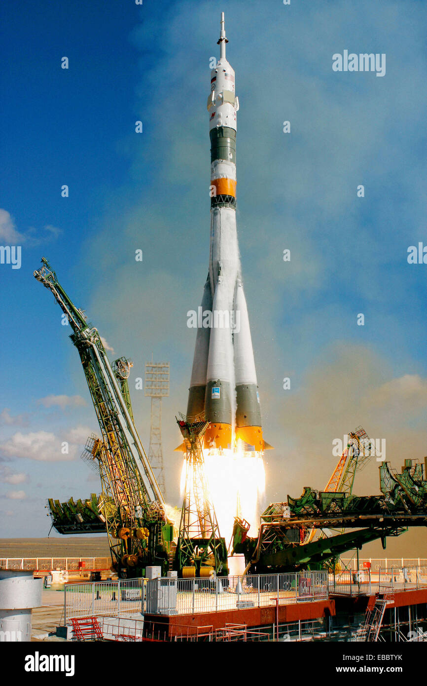 The Soyuz TMA-13 spacecraft, carrying Expedition 18 Commander Michael Fincke, Flight Engineer Yury V. Lonchakov - Stock Image