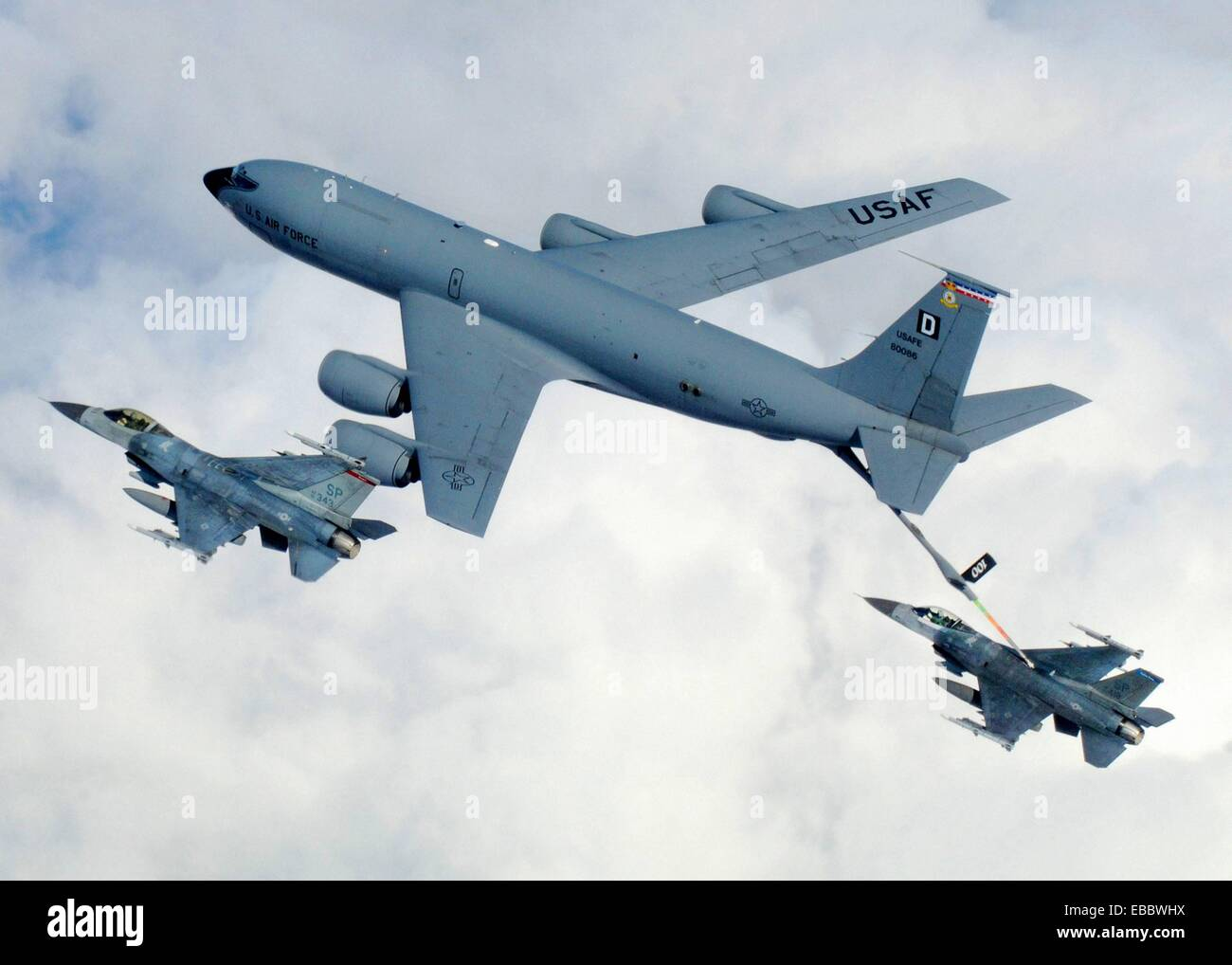 A KC-135 from the 100th Air Refueling Wing, RAF Mildenhall ...