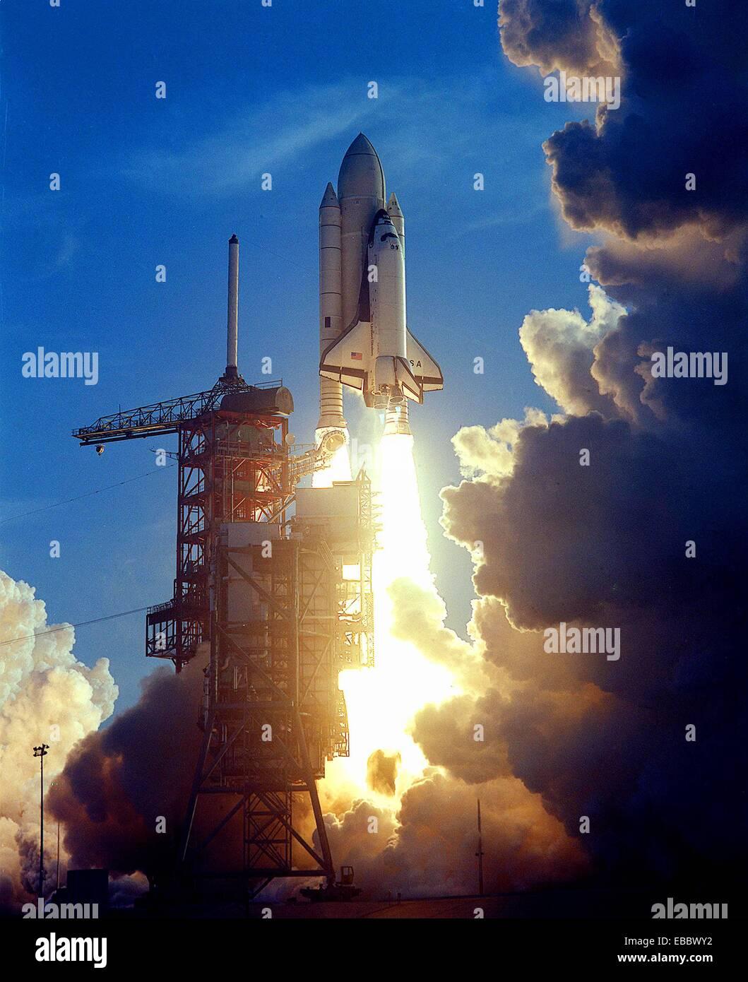 the space shuttle program began when the flue on april 12 1981 - photo #8