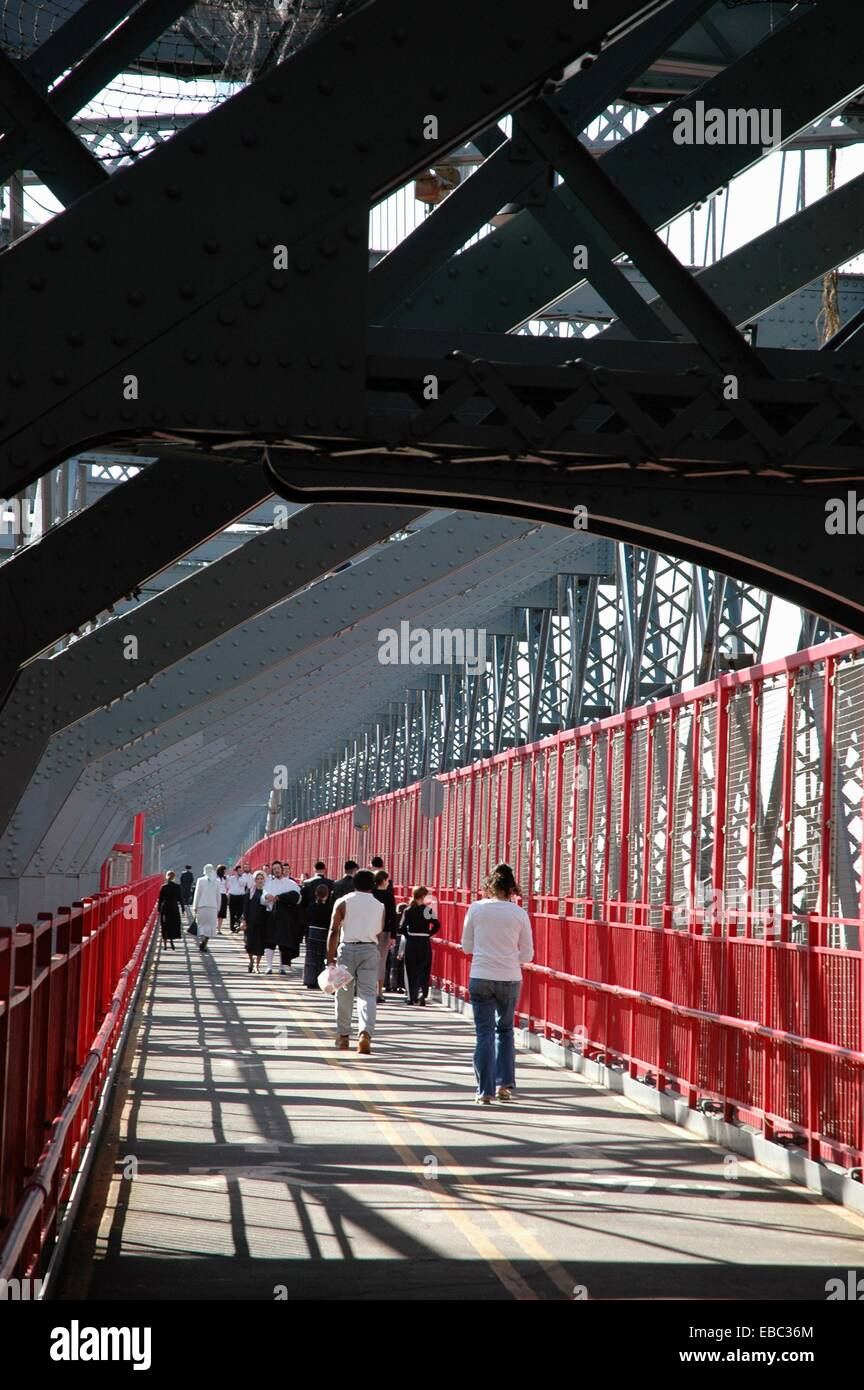 278 Across America architecture bridge Broadway Brooklyn color image connecting crossing delancey East River expressway - Stock Image