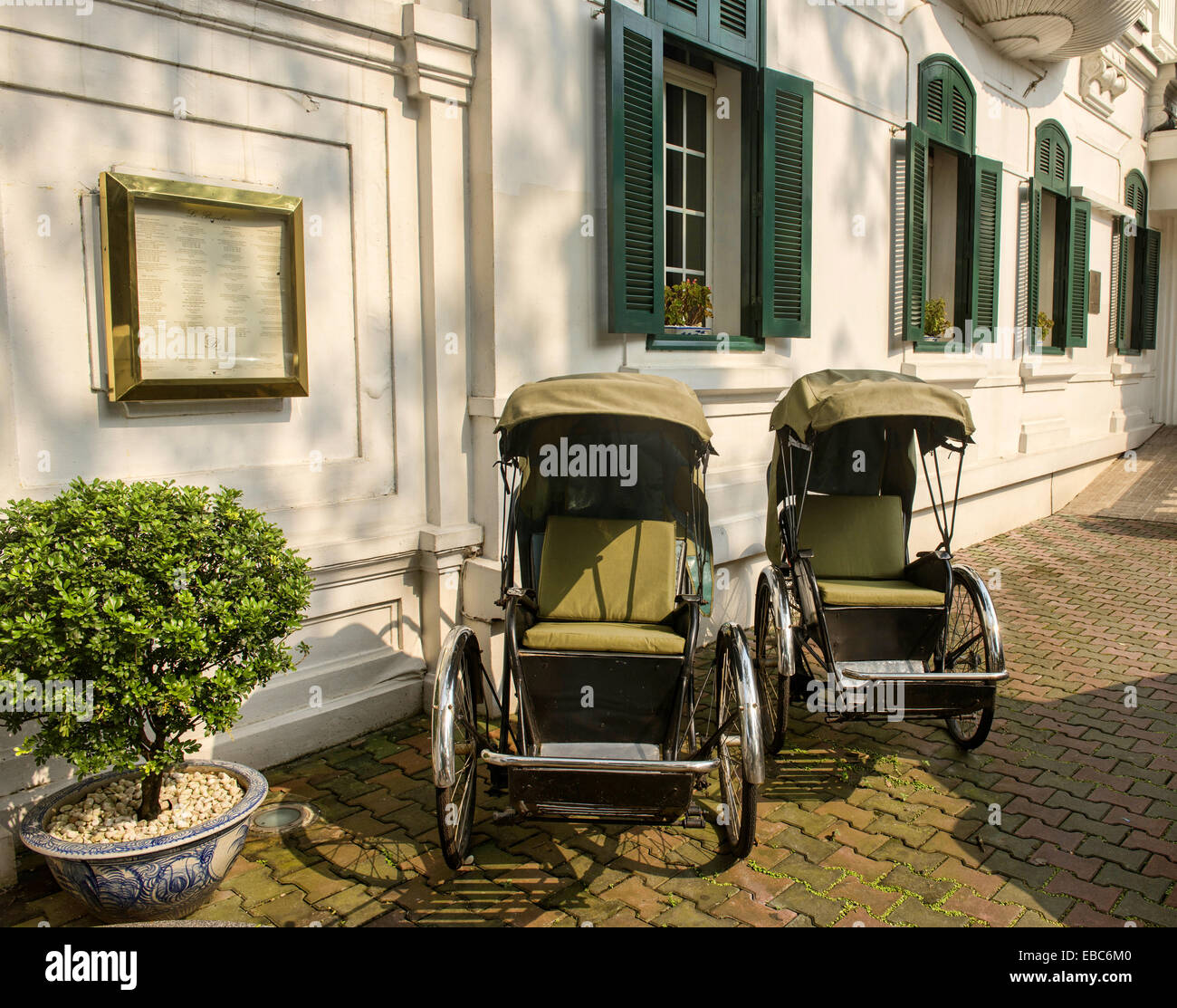 cyclos in front of the historic Metropole Hotel in Hanoi Vietnam. - Stock Image