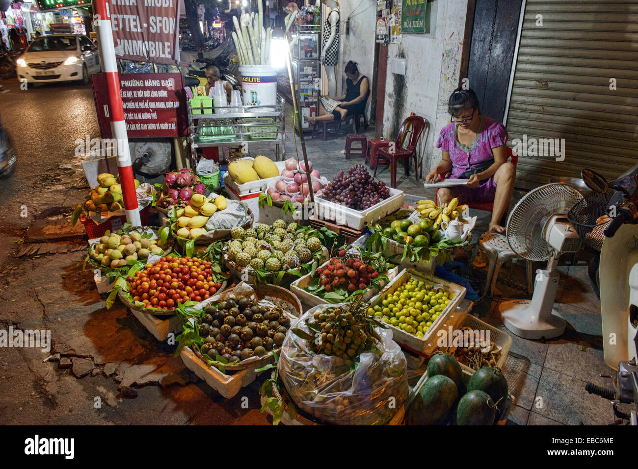 corner fruit vendor in Hanoi, Vietnam Stock Photo: 75871390 - Alamy