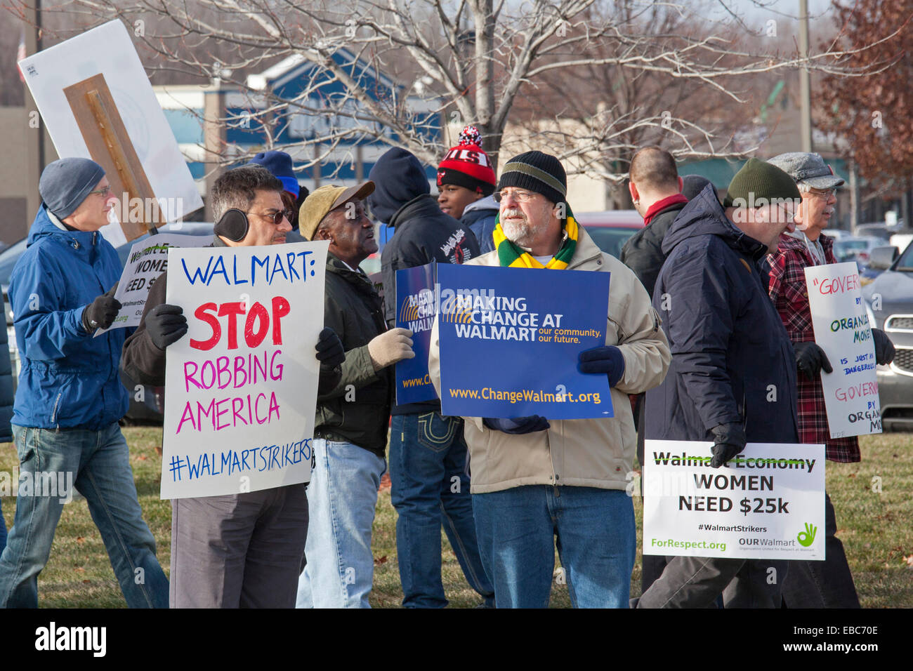Sterling Heights, Michigan USA. 28th November, 2014. Labor activists picket a Walmart store on Black Friday, part - Stock Image