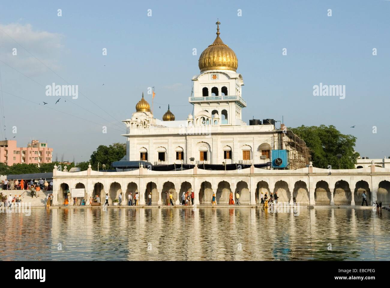 the ´ Sarovar´pond whose water is considered holy, inside Gurudwara Bangla Sahib, the most prominent Sikh - Stock Image