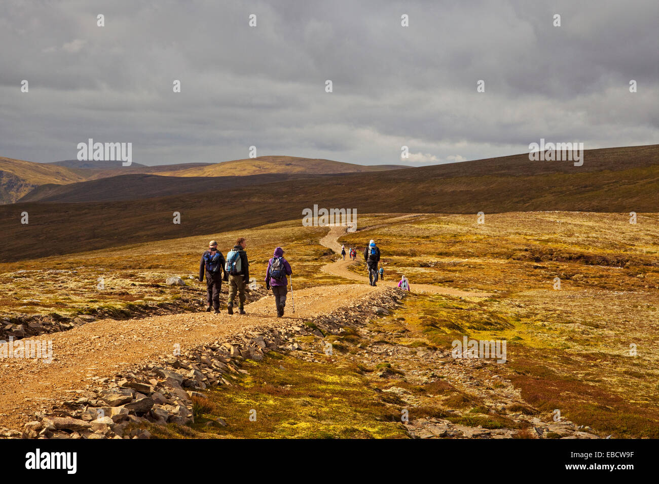 Walkers ascending Carn an Fhreiceadain near Kingussie - Stock Image