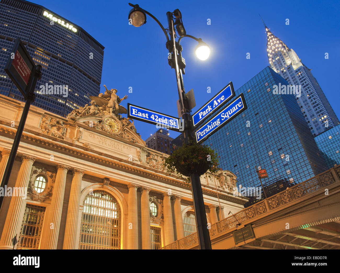 East 42nd Street and Park Avenue street sign, Grand Central Station or Grand Central Terminal, Pershing Bridge, - Stock Image
