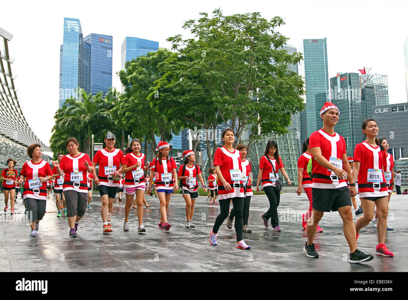Singapore. 29th November, 2014. Runners take part in the very first Santa Run for Wishes, Singapore Credit:  Maria Stock Photo