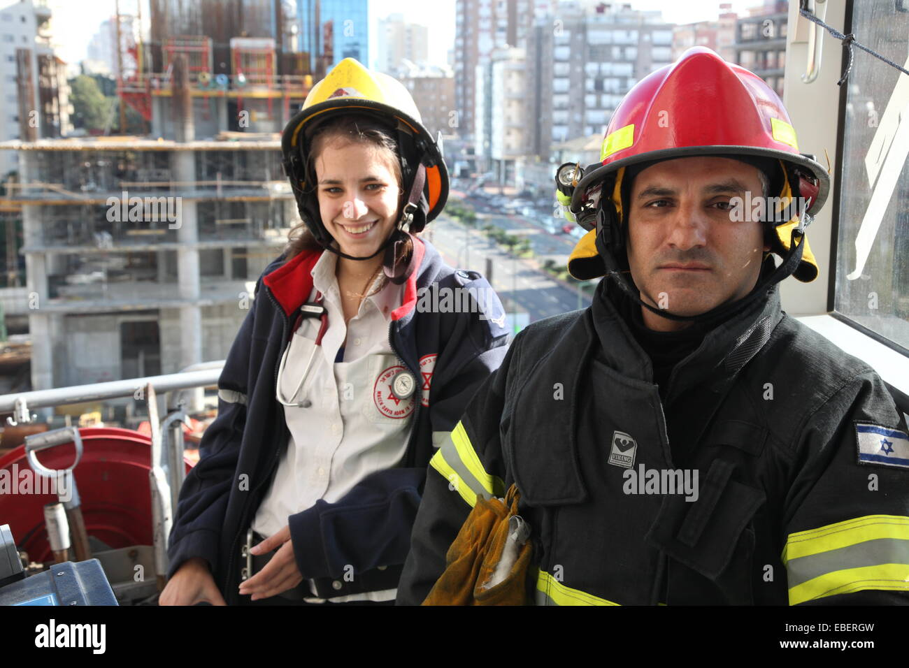 Ramat Gan, Israel. 28th November, 2014. Firefighter and medical aide person wait for injured victims for evacuation - Stock Image