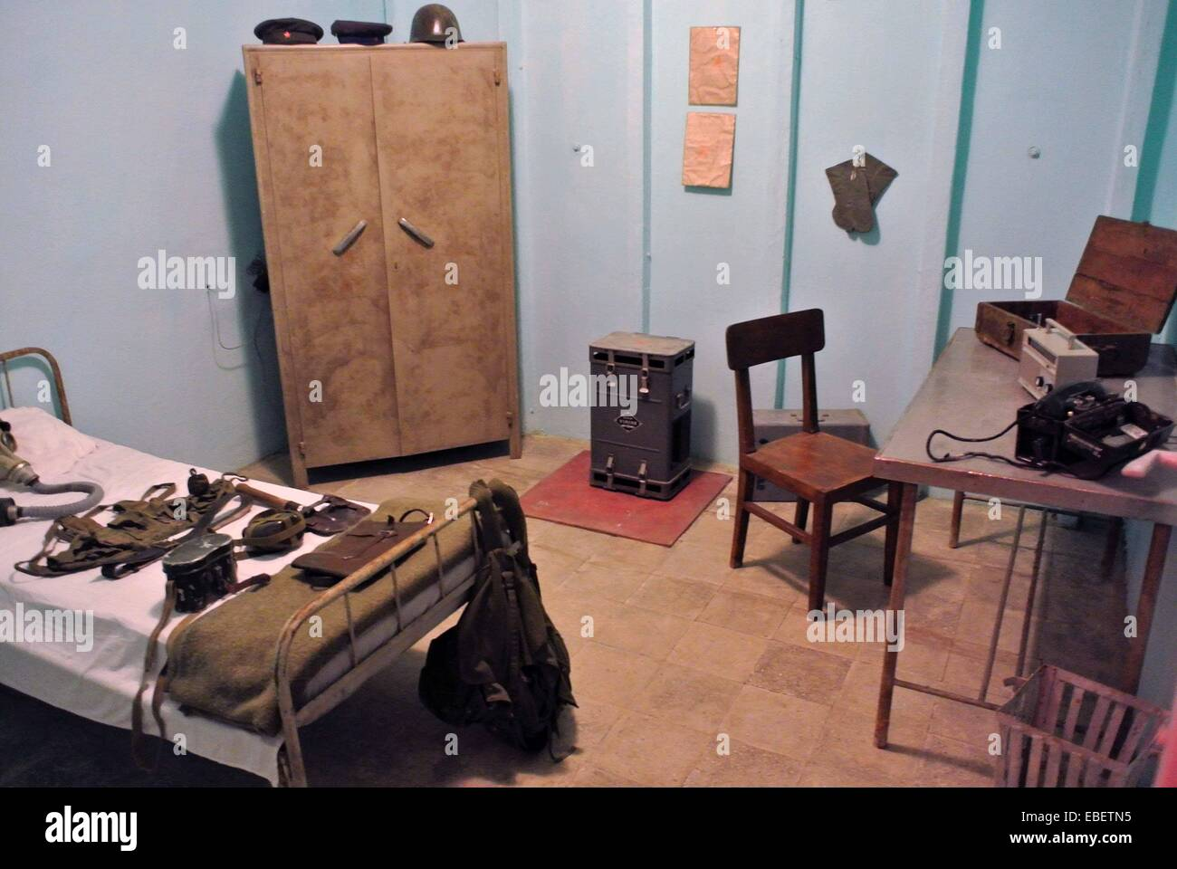 Tirana. 29th Nov, 2014. Photo take on Nov. 29, 2014 shows the exhibition room inside the anti-nuclear bunker built - Stock Image