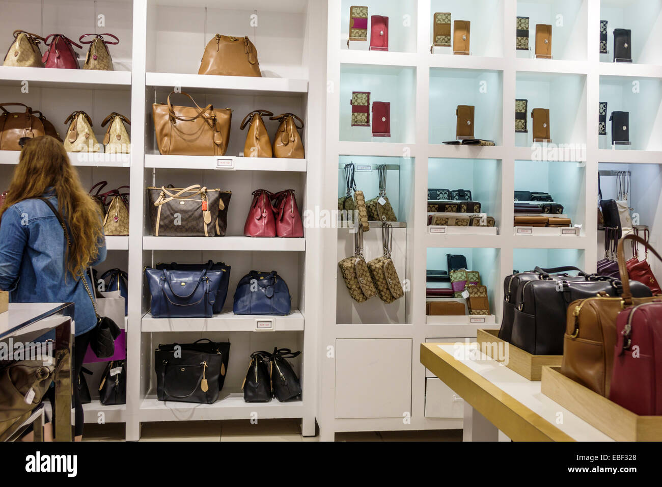 Delicieux Orlando Florida Premium Outlets Shopping Coach Factory Leather Goods  Display Sale Womenu0027s Handbags Inside