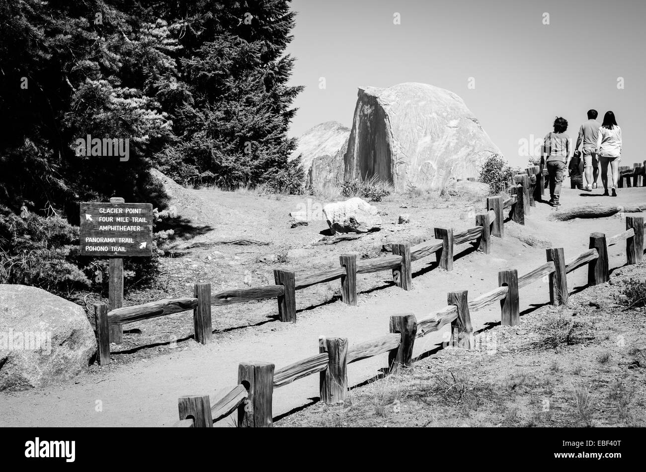 Family walking up the path to the Glacier Point view of Half Dome in Yosemite National Park - Stock Image