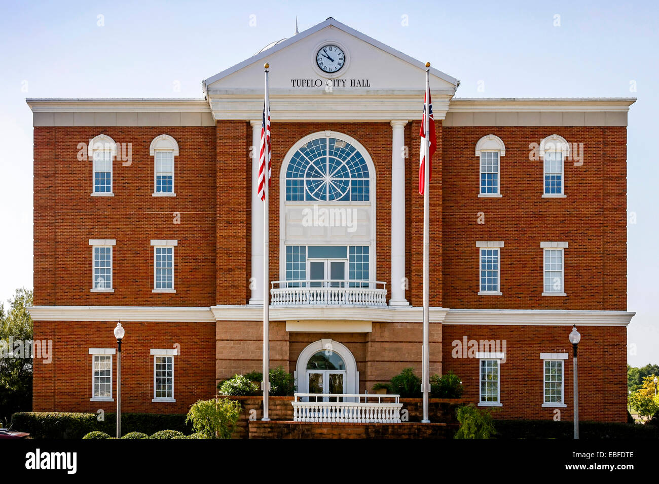 Tupelo City Hall building. Built on the site of the 1956 Mississippi-Alabama State Fair & Dairy Show. - Stock Image