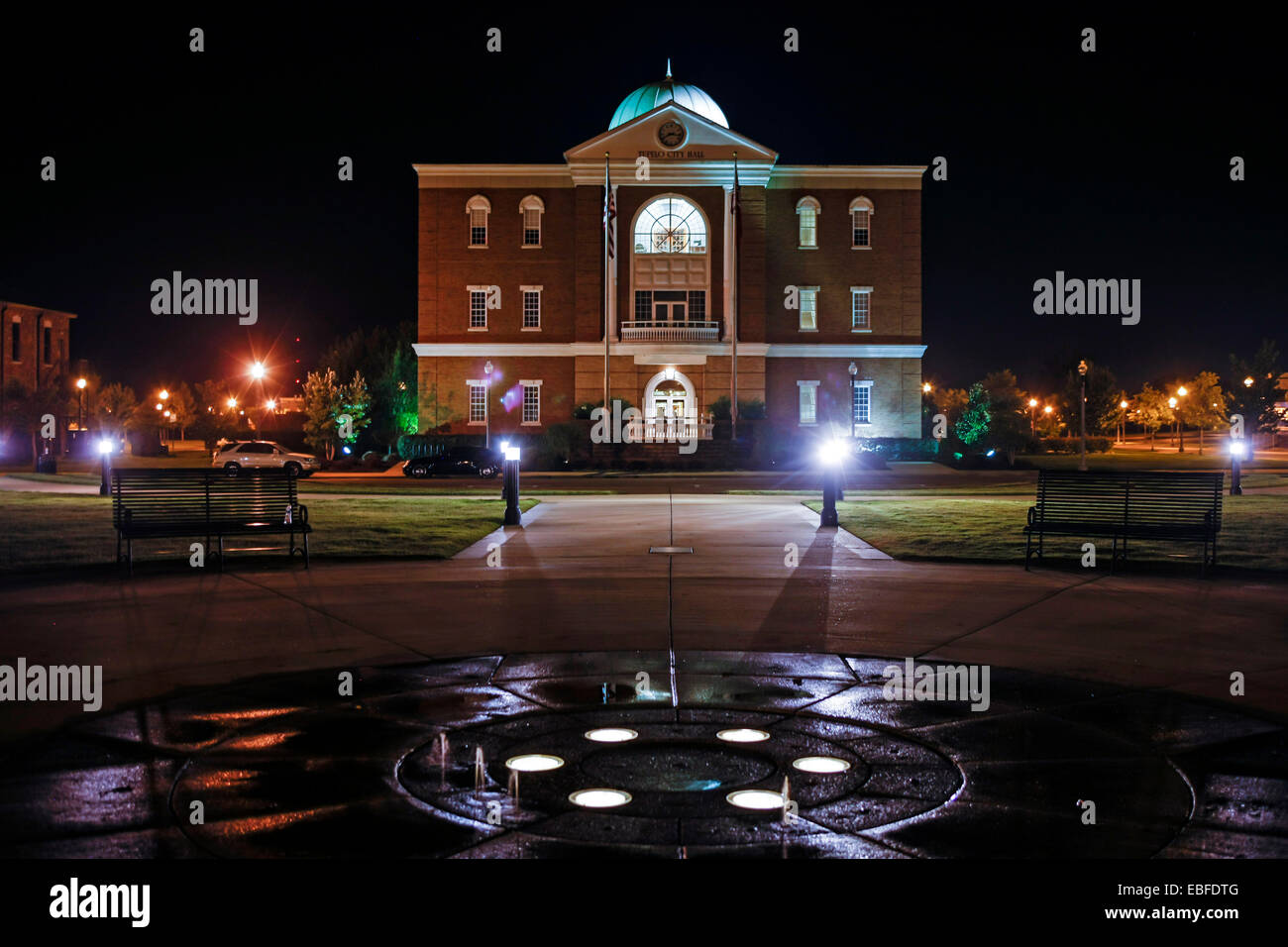 Tupelo City Hall building at night. Built on the site of the 1956 Mississippi-Alabama State Fair & Dairy Show - Stock Image