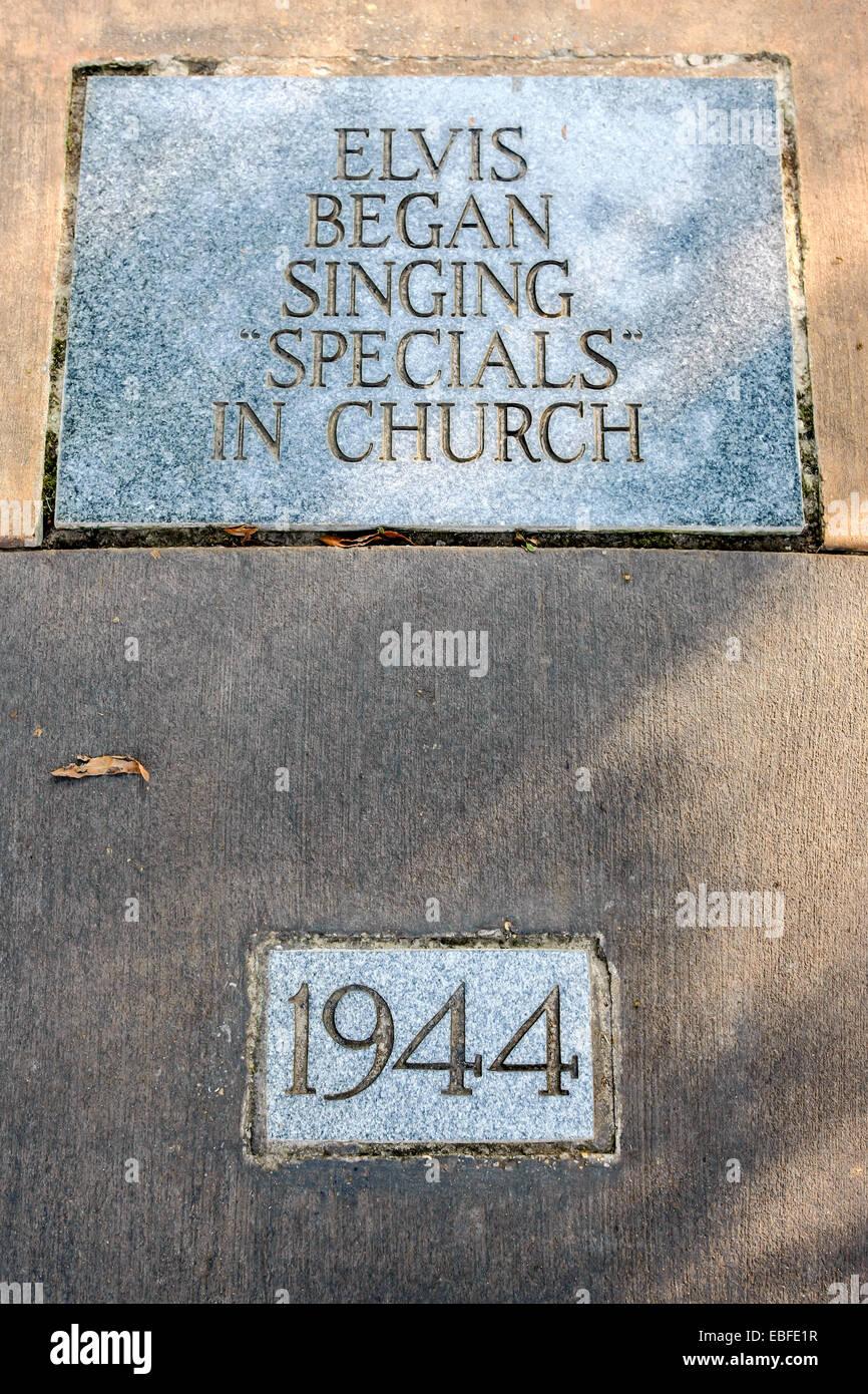 Life dedication plaque to Elvis - 1944 Elvis began singing specials in church - Stock Image