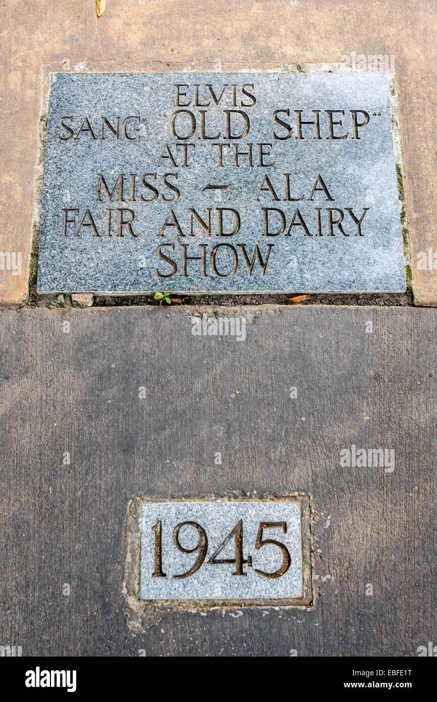 Life dedication plaque to Elvis - 1945 Sang Old Shep at the Miss-Alabama Fair - Stock Image