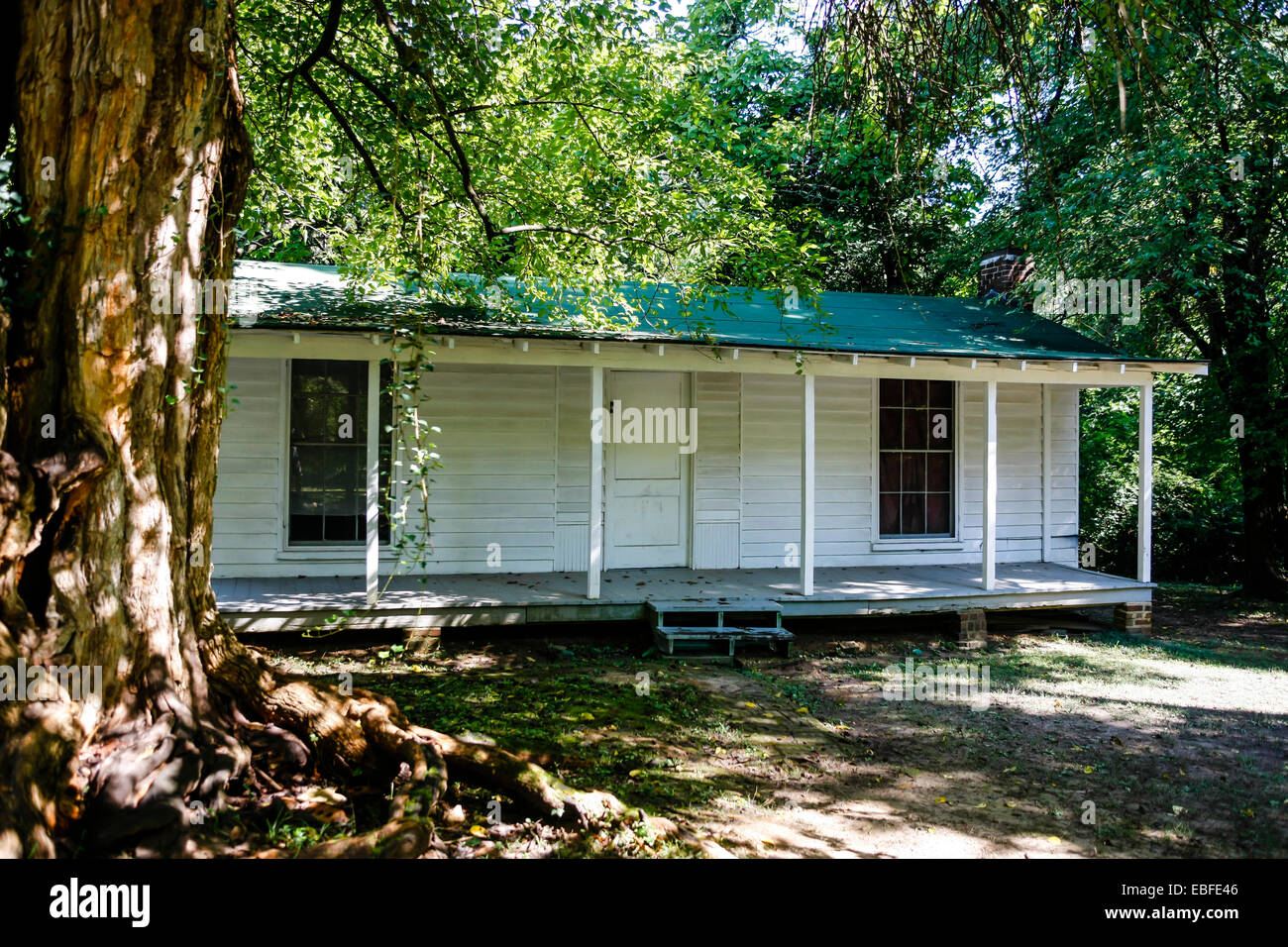 The Servants' Quarters at Rowen Oak at Oxford MS, home to Mammy Callie, William Faulkner's family caretaker. - Stock Image
