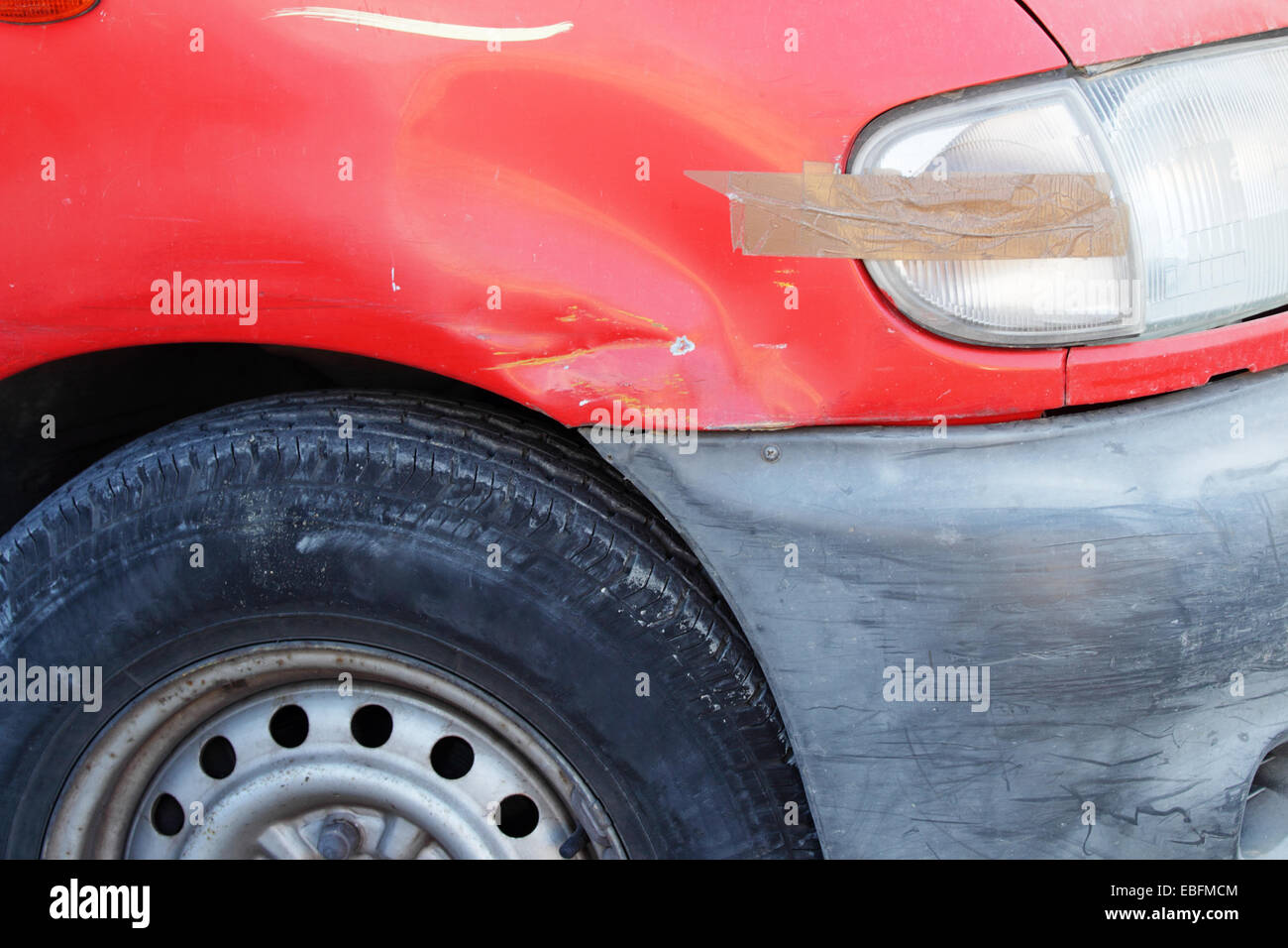 Old damaged car in bad condition close-up - Stock Image
