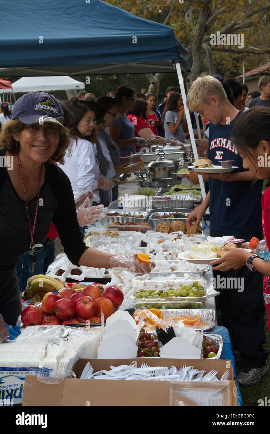 Parents and helpers serve a Picnic in a Park to high school children at the Orange County cross country championships - Stock Image