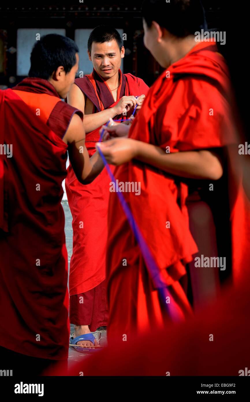 Buddhist monks producing textile trimmings, Trongsa, Trongsa District, Bhutan - Stock Image