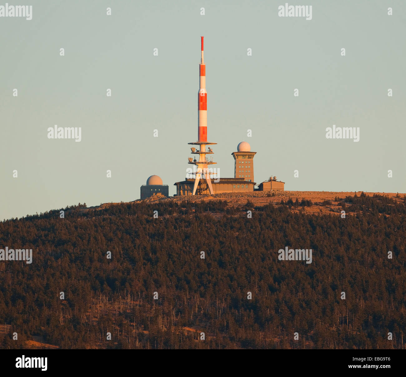 Summit plateau of Brocken Mountain with an antenna mast and Brockenhaus, seen from Torfhaus, Harz National Park, - Stock Image