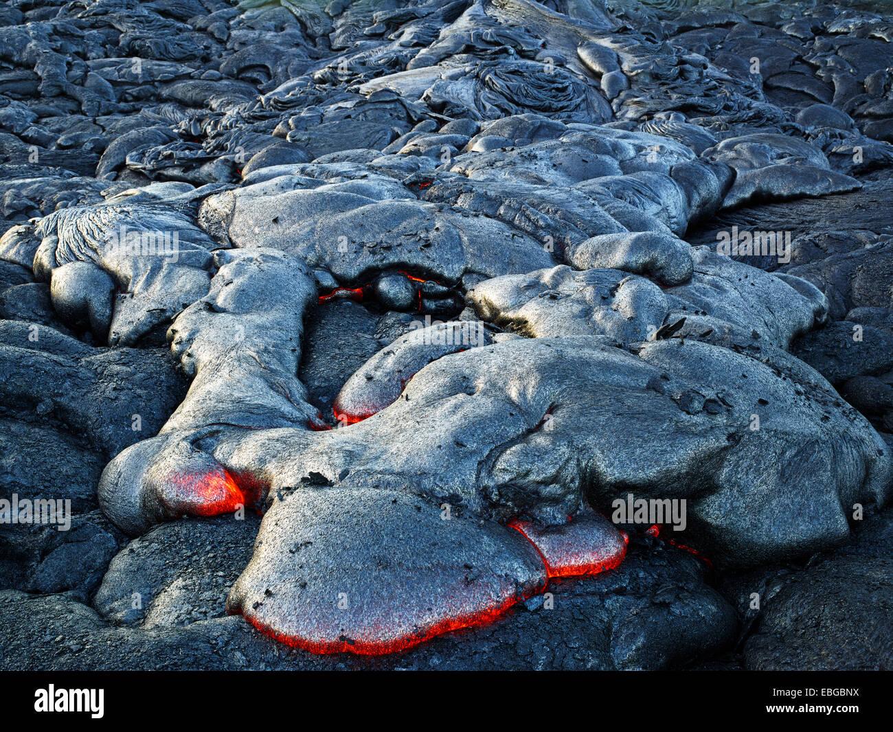 Puʻu ʻŌʻō or Puu Oo volcano, volcanic eruption, lava, red hot lava flow, Hawaiʻi-Volcanoes-Nationalpark, USA, Hawaii - Stock Image