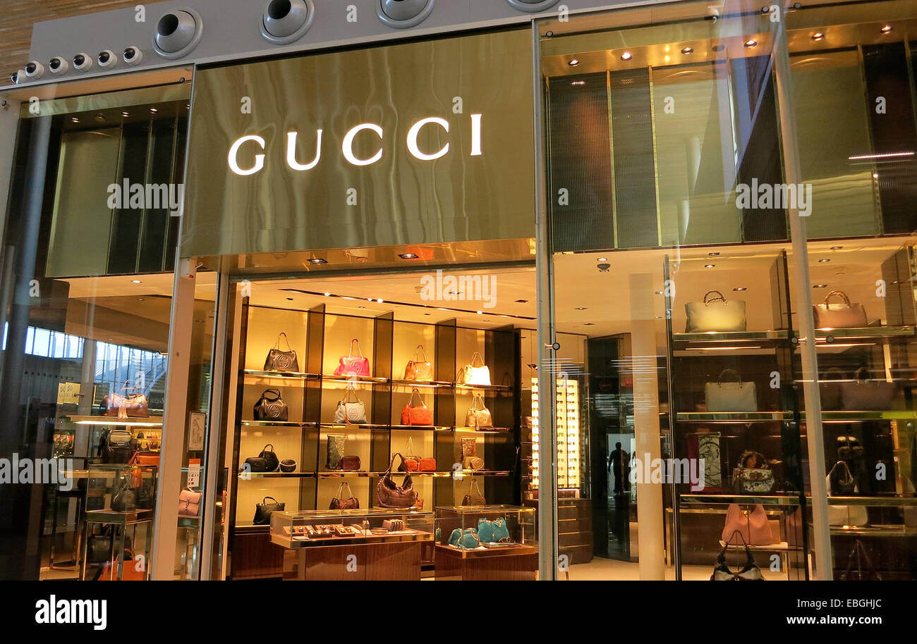 gucci boutique roissy charles de gaulle international airport paris stock photo 75967764 alamy. Black Bedroom Furniture Sets. Home Design Ideas