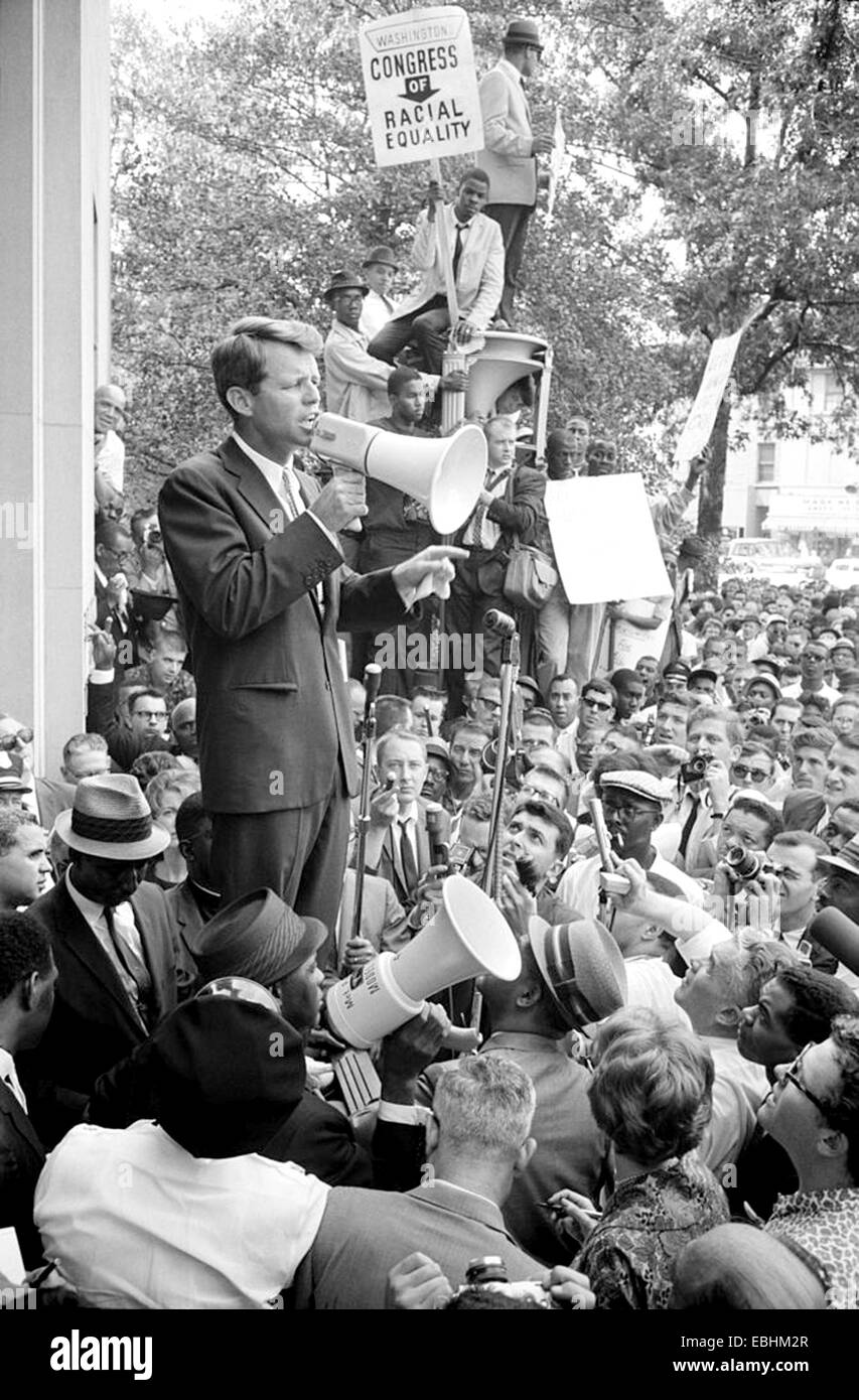 ROBERT F KENNEDY as Attorney General speaks at a CORTE rally outside the Justice Department on 14 June 1963. Photo: - Stock Image