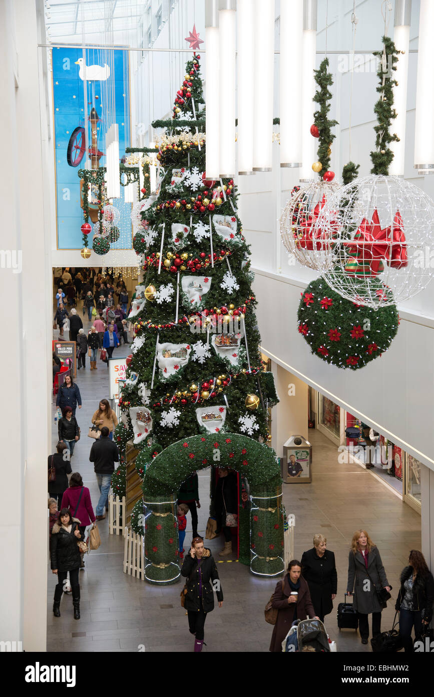 Christmas tree and decorations in a Cheltenham shopping centre Stock ...
