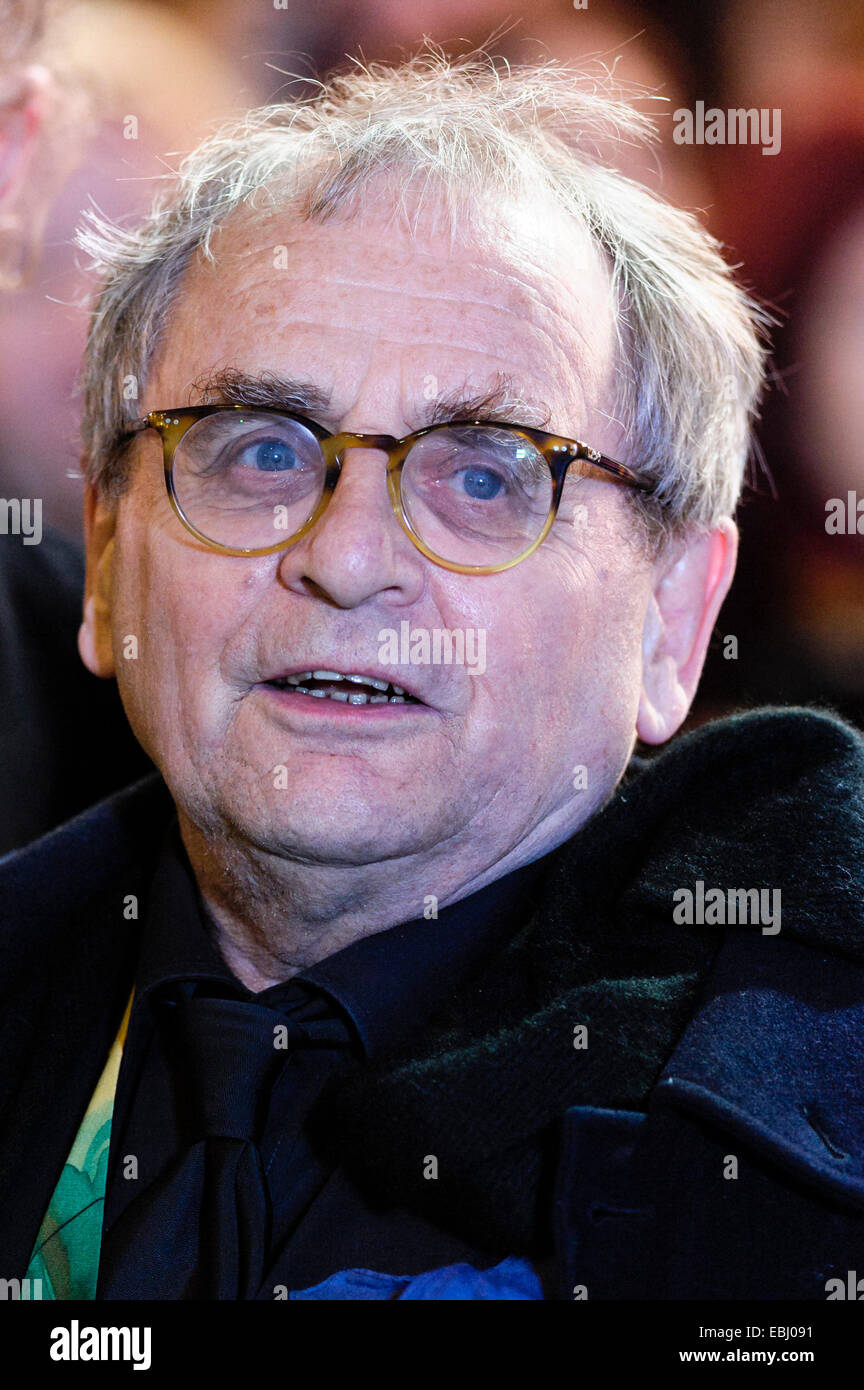 London, UK. 1st December, 2014. Sylvester McCoy attends the The World Premiere of The Hobbit: The Battle of 5 Armies - Stock Image