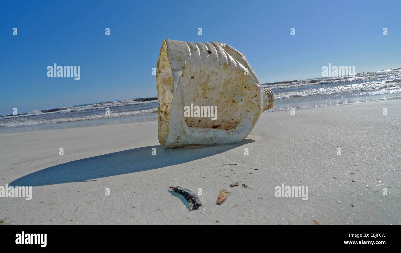 plastic waste on a bathing beach, Spain, Balearen, Majorca, Es Trenc - Stock Image