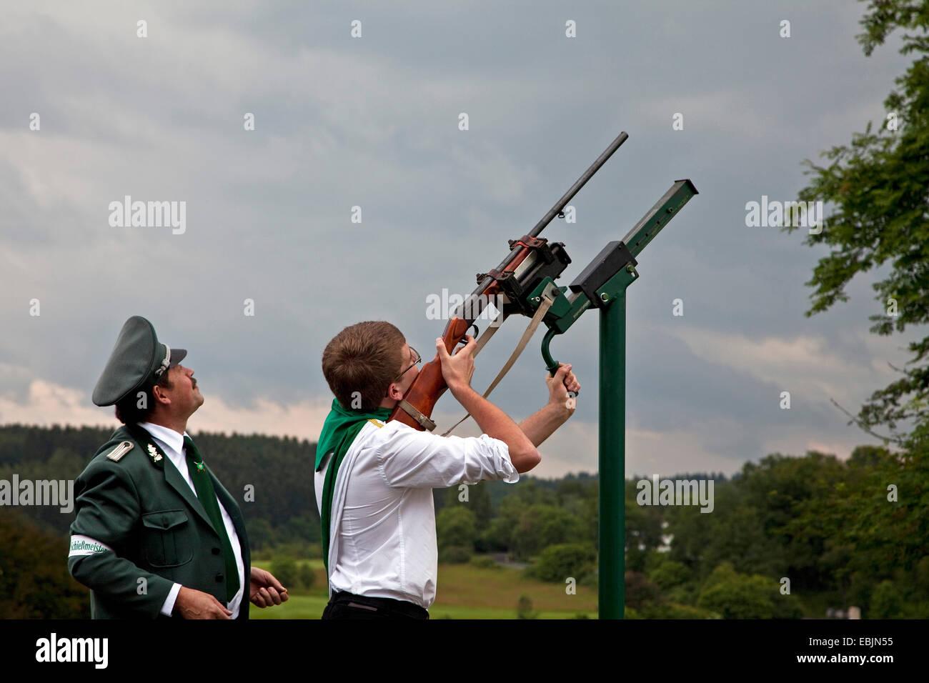 young rifleman shooting at markmen's festival in Ottfingen, Germany, North Rhine-Westphalia, Sauerland, Wenden-Huensborn Stock Photo
