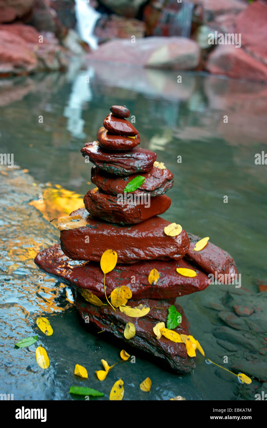 stone tower in the canyon of river V�subie (Gorges de la V�subie) covered with autumn leaves, France, Mercantour - Stock Image