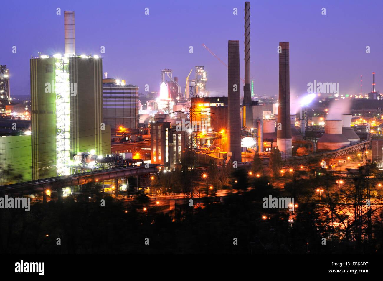 heavy industry near Duisburg-Meiderich at night, Germany, North Rhine-Westphalia, Ruhr Area, Duisburg - Stock Image