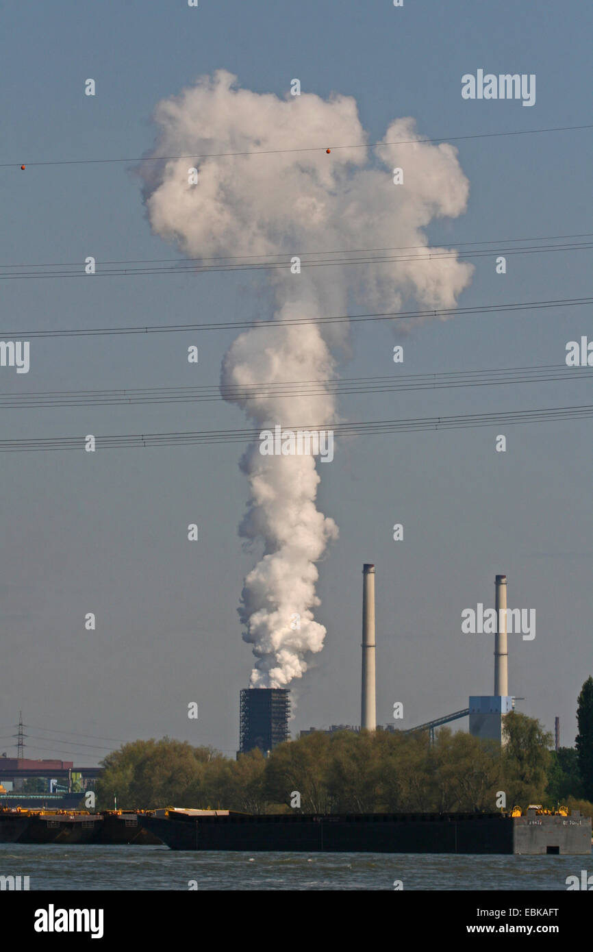 industry on the bank of river Rhine, Germany, North Rhine-Westphalia, Ruhr Area, Duisburg Stock Photo