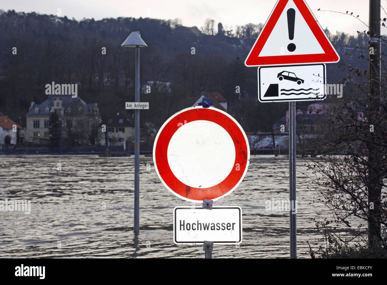 high water of Weser river, 'no through traffic' sign at river bank, Germany - Stock Image
