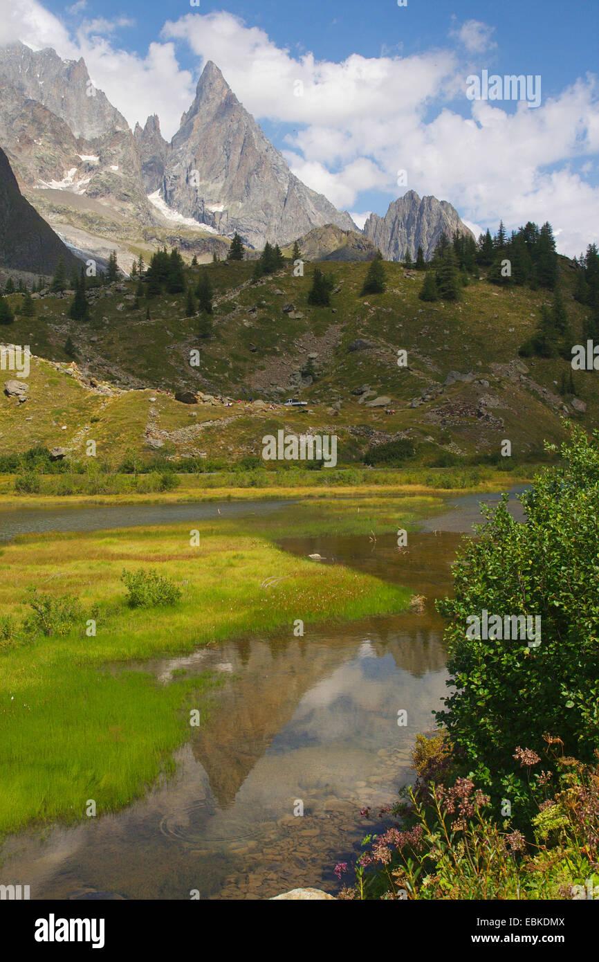 Lac de Combal im Val Veny mit Aiguille Noire du Peuterey, Italy - Stock Image