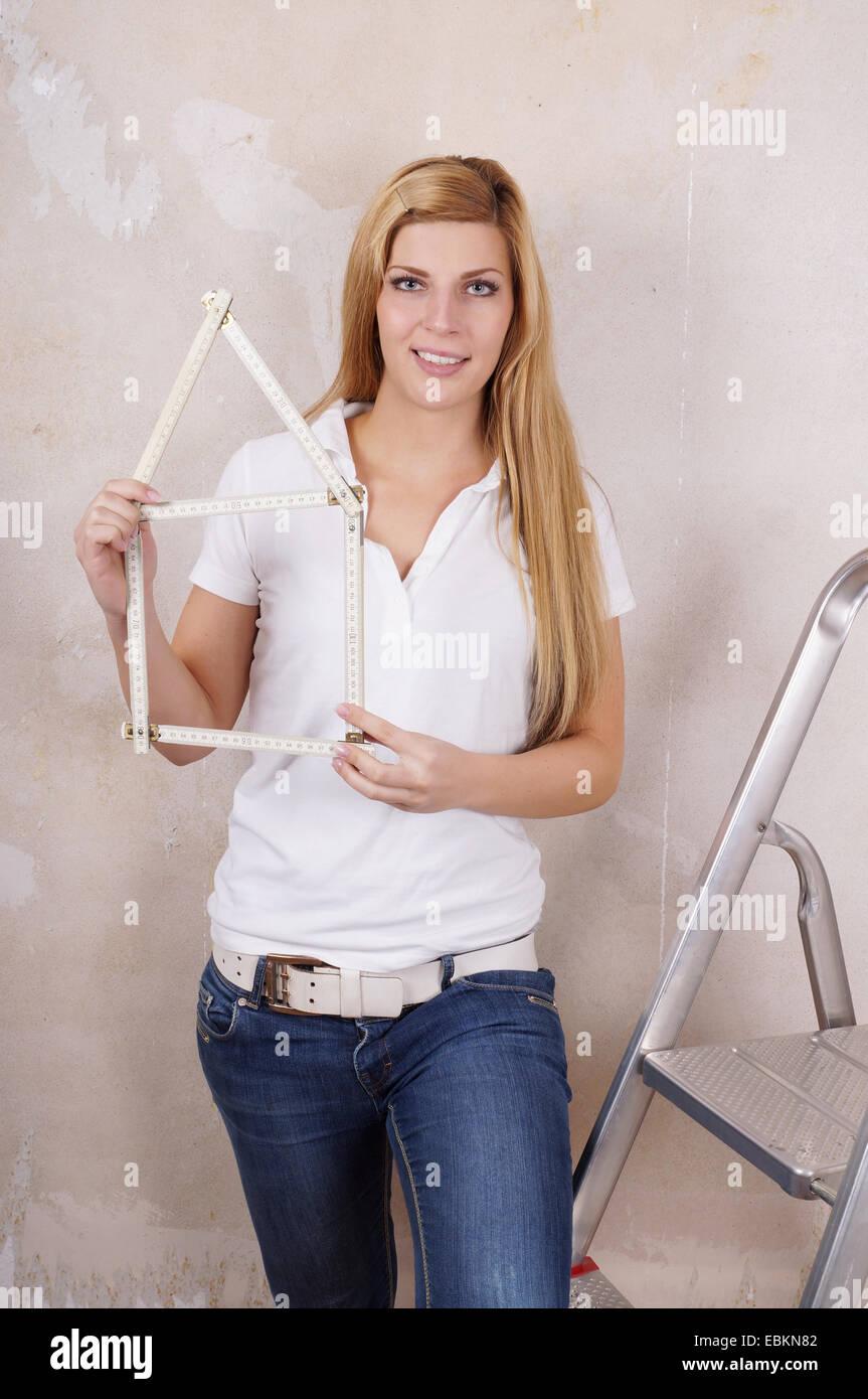 yardstick house shape - Stock Image