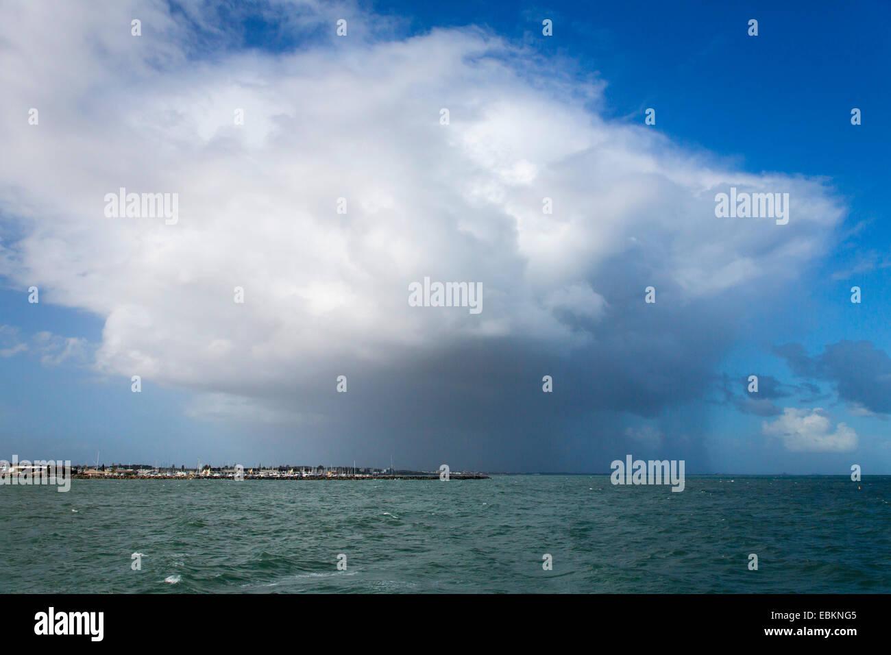 rain shower over Indian Ocean, Australia, Western Australia, Fremantle - Stock Image