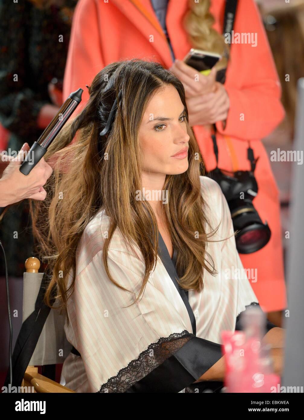 London Uk 2nd December 2014 Alessandra Ambrosio Backstage For Stock Photo Alamy