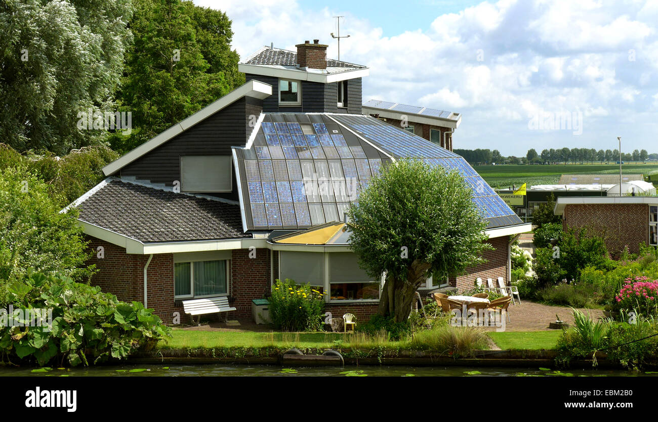 luxurious house with solar roofing at an inland waterway, Netherlands - Stock Image
