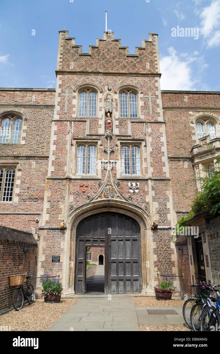 UK, Cambridge, the entrance to Jesus College. - Stock Image