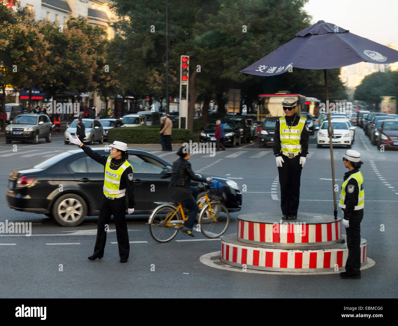 Traffic police directing cars in Xian, China - Stock Image