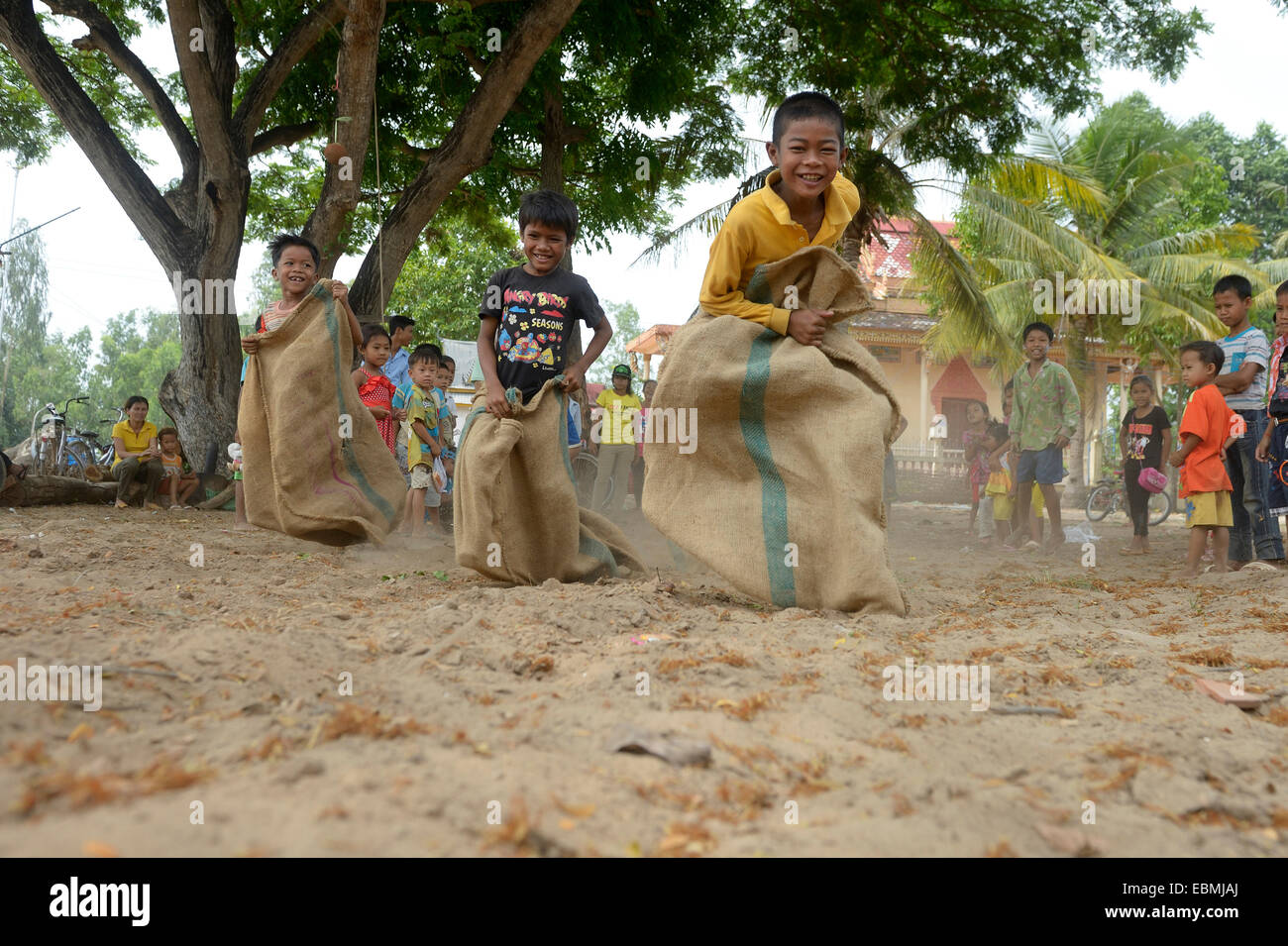 Sack race at a children's party, Prek Chrey Commune, Kandal province, Cambodia - Stock Image