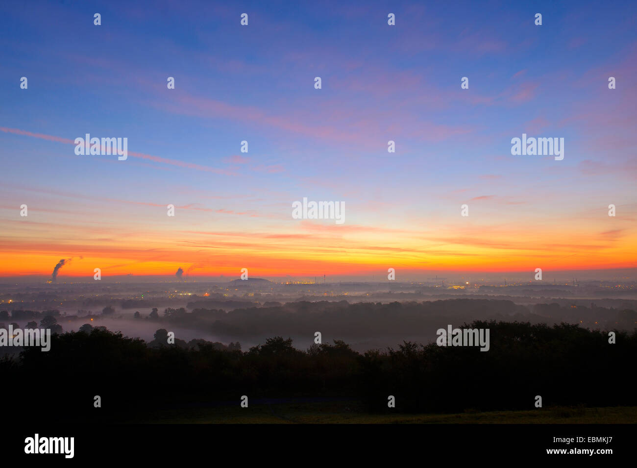 View from the Halde Norddeutschland spoil tip onto the Lower Rhine and the western Ruhr district at dawn, Neukirchen - Stock Image