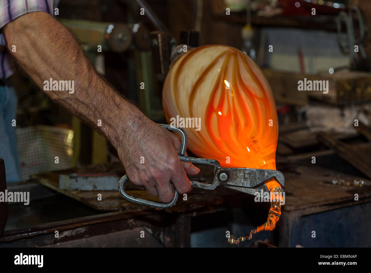 Glassblower, show glass blowing a glassware shop, at Bodenmais, Bavaria, Germany - Stock Image