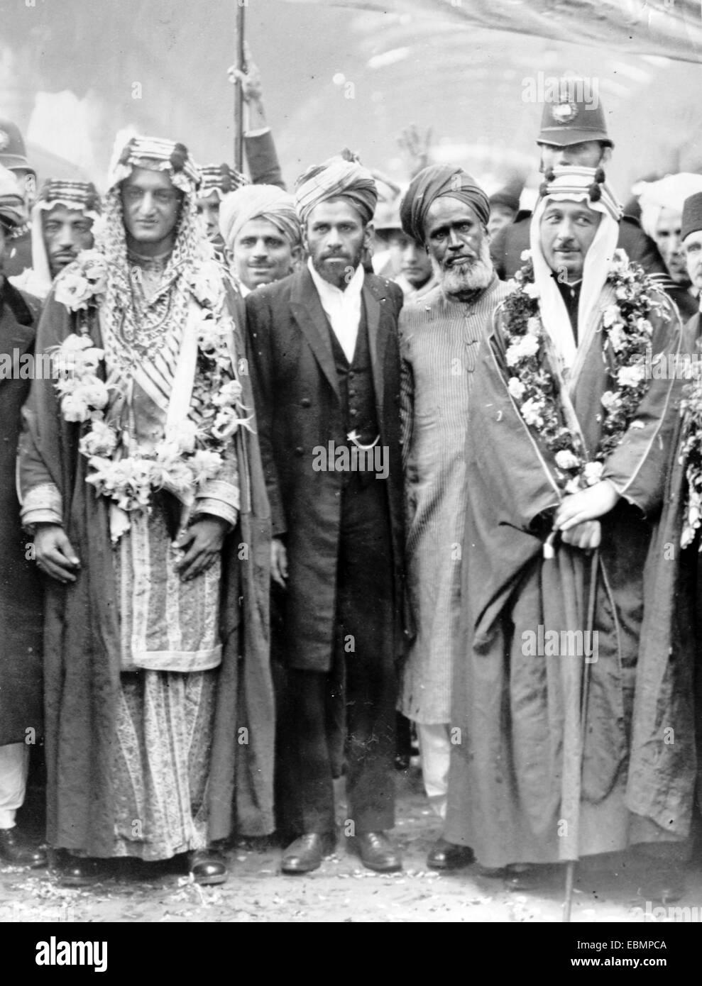 Crown Prince of Saudi Arabia, Faisal bin Adbulaziz al Saud (to left), later Monarch or King of Saudi Arabia, on - Stock Image