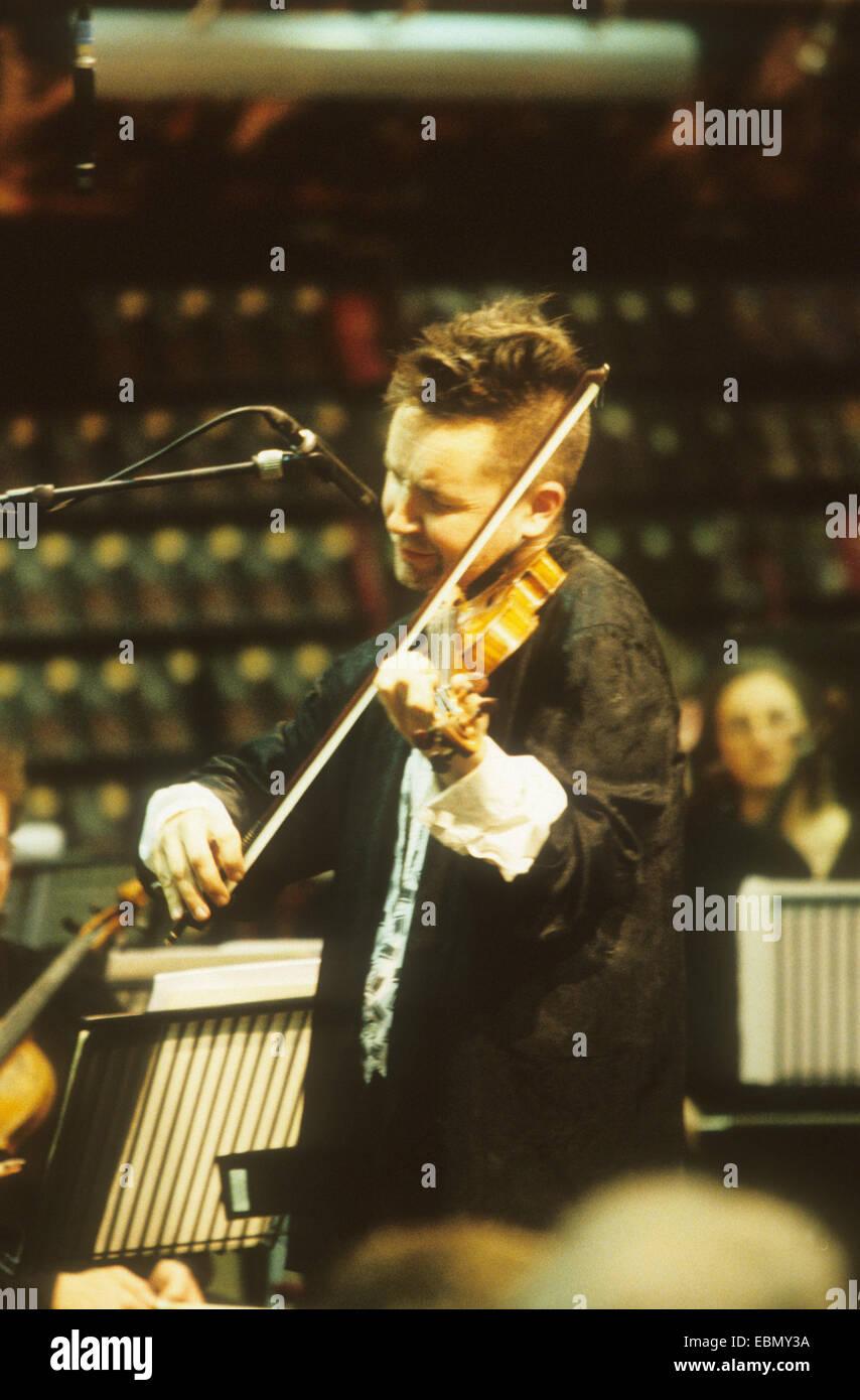 NIGEL KENNEDY English violinist in November 1997 - Stock Image