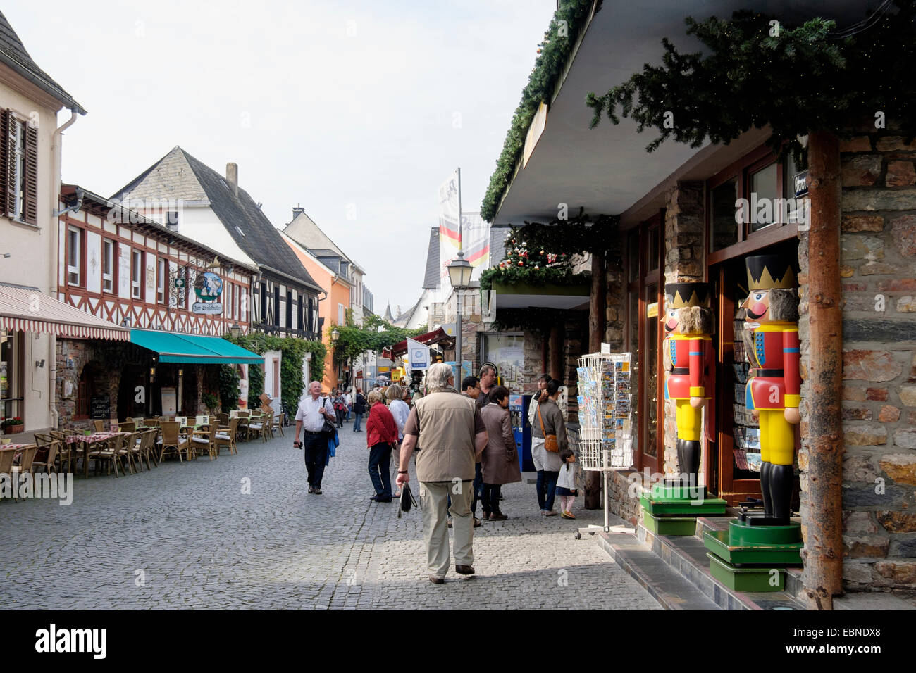 Tourists and shops in old town street Oberstrasse, Rüdesheim am Rhein, Hesse, Germany, Europe - Stock Image