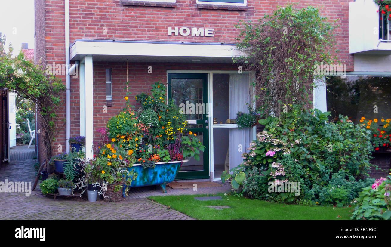 planted bathtube in front yard, Netherlands, Noordwijk - Stock Image